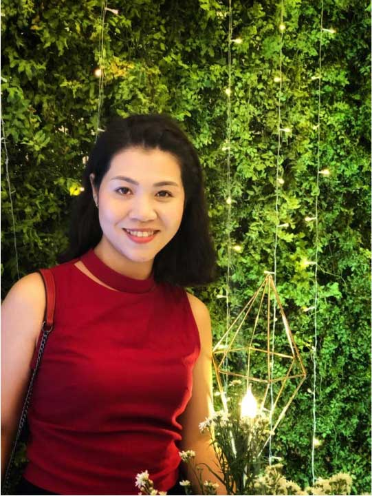 Chị Hoàng