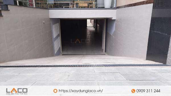 Tầng hầm được xây dựng hoàn toàn phía dưới code vỉa hè